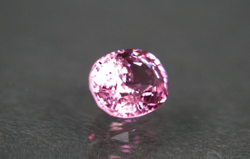 ミャンマー産、無処理のピンクスピネル<1.19カラット>