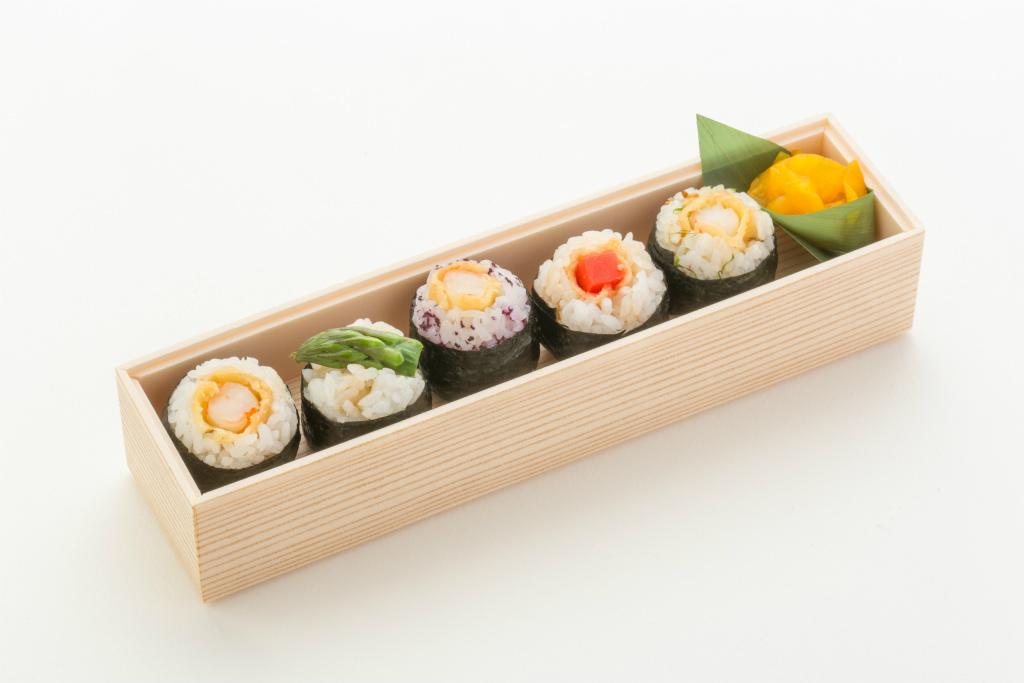 (仕出し弁当)文箱BOX(手毬天むす&ローストビーフ丼)