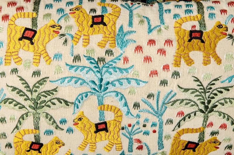 ジャングル刺繍レクタングルクッション(2カラー) M26-1653