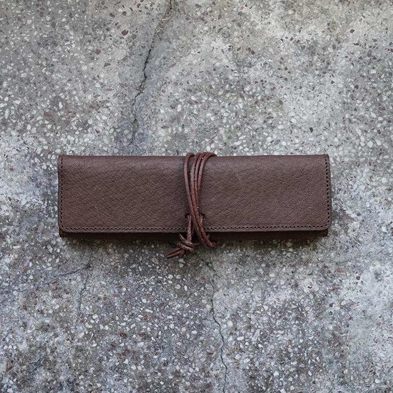 植物タンニンなめしの豚革ペンケース ダークブラウン / T20110 Darkbrown