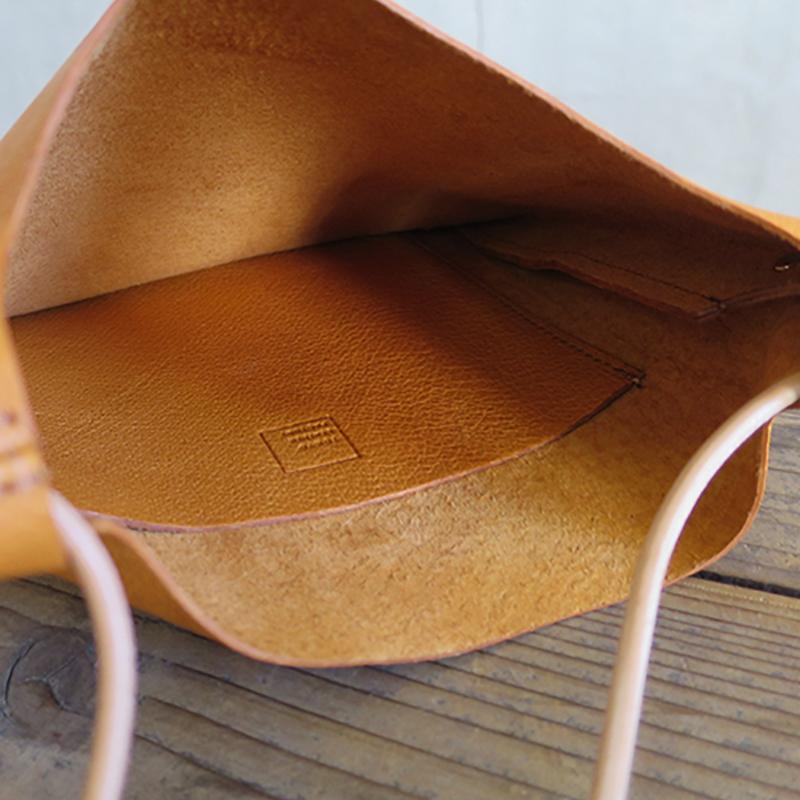 植物タンニンなめし豚革のサコッシュ キャメル / T20113 Camel