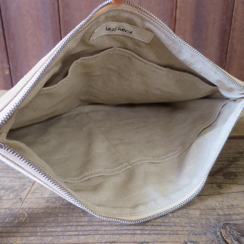 [旧ブランド leatheria 限定品] 洗える革のクラッチポーチMサイズ ベージュ  / L1652  Beige