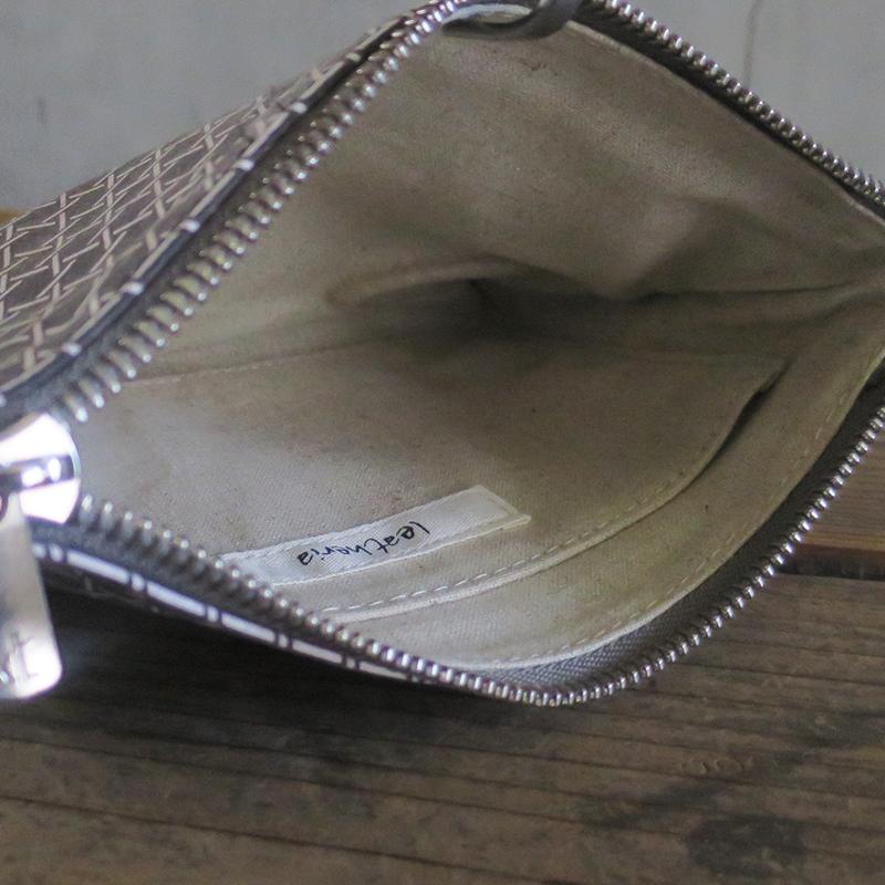 [旧ブランド leatheria 限定品] 籠目柄ポーチ グレー / L1865 Gray