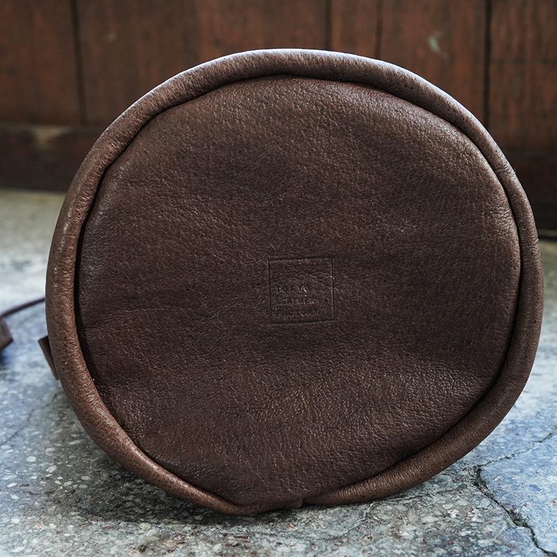 植物タンニンなめし豚革のランタンバッグ ダークブラウン  / T20106 Darkbrown