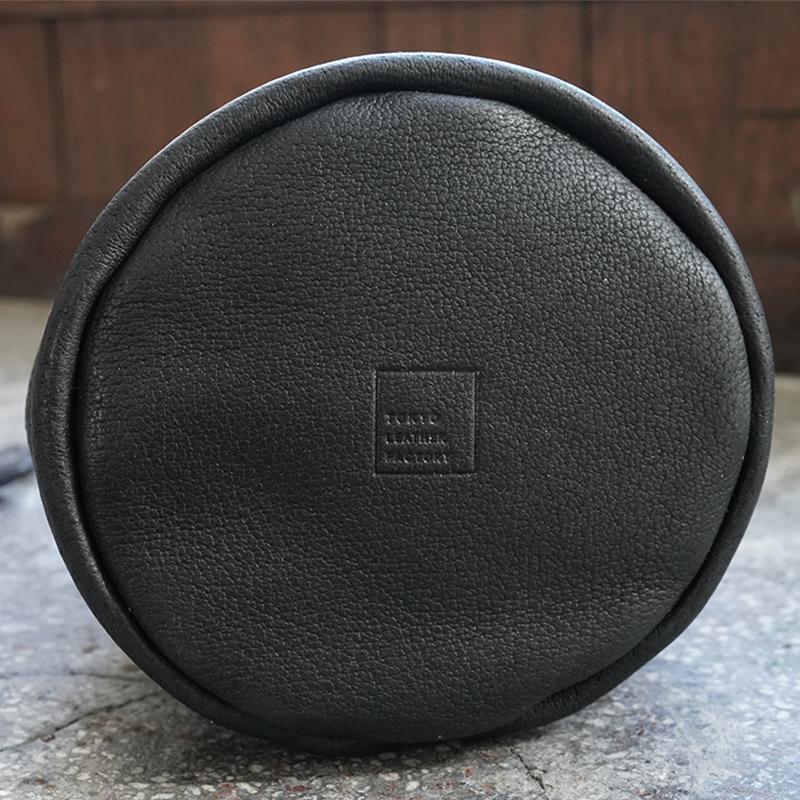 植物タンニンなめし豚革のランタンバッグ  ブラック  / T20106 Black