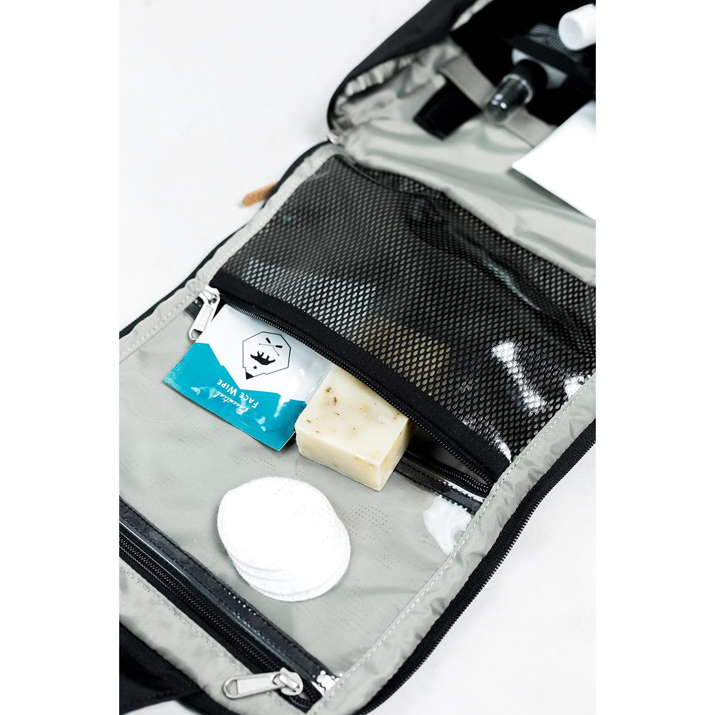 ユナイテッドバイブルー Pitch Toiletry Case Navy Tan