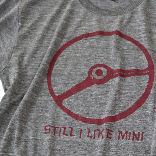 クラシックミニ ステアリング Tシャツ「Power IRU Steering Tシャツ」(チャコール/レッド)