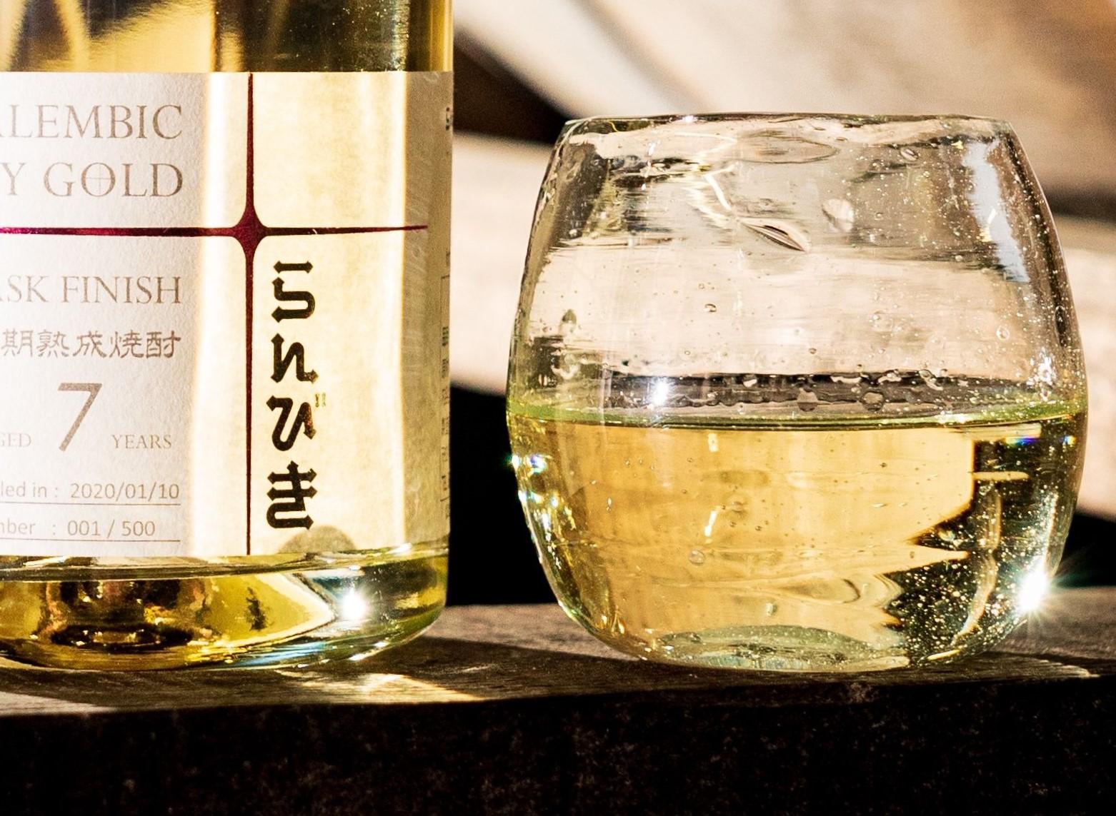 【えびす酒造】 らんびき SHINY GOLD SAKURA CASK FINISH 7年 麦焼酎42度 500ml