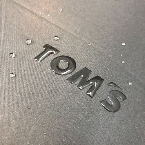 トムス ロゴが浮き出る撥水折りたたみ傘