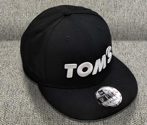 トムス x ニューエラ 950 BK/WH