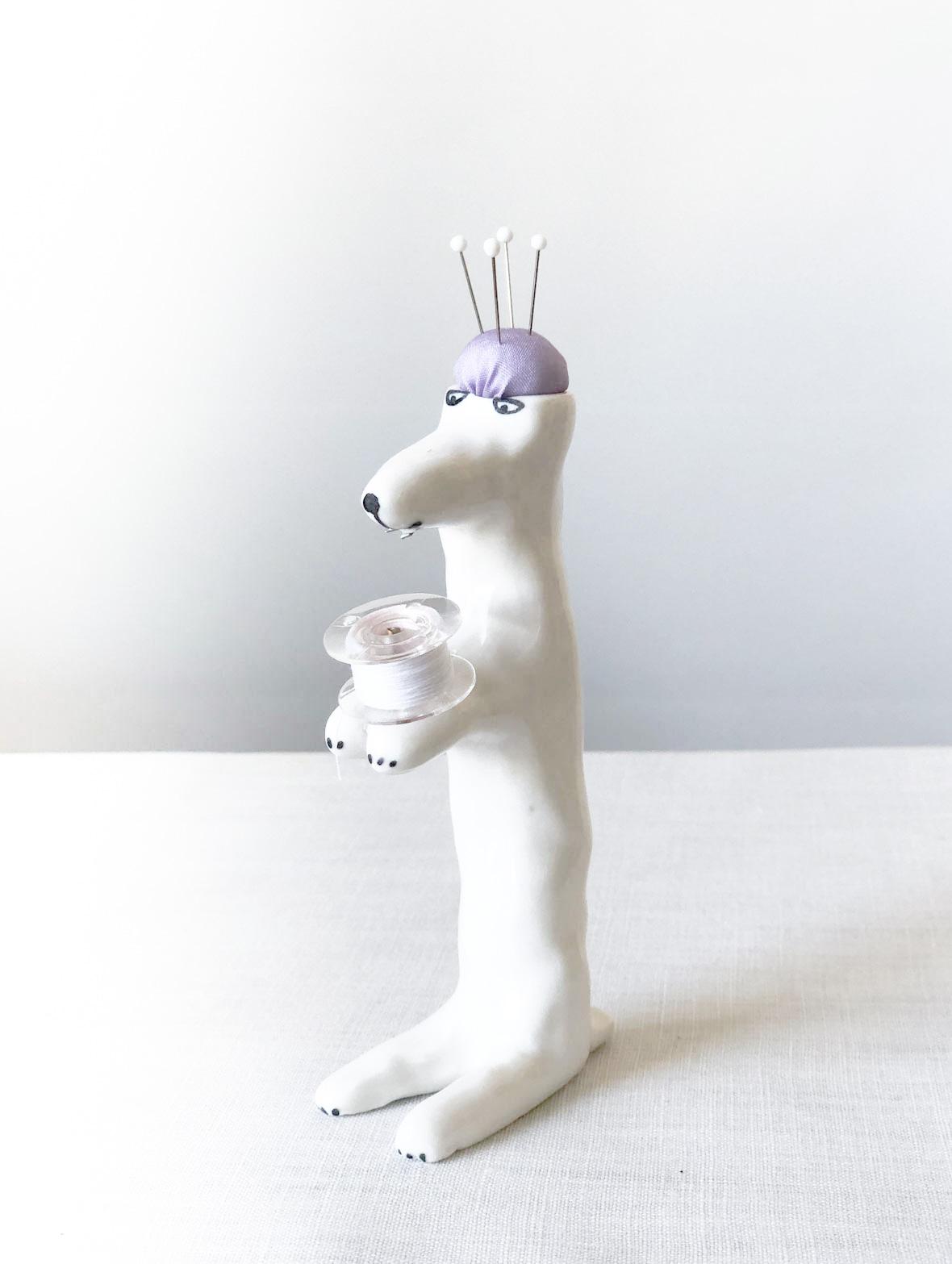 【TK】ピンクッション(おすわりしている犬・白-紫)