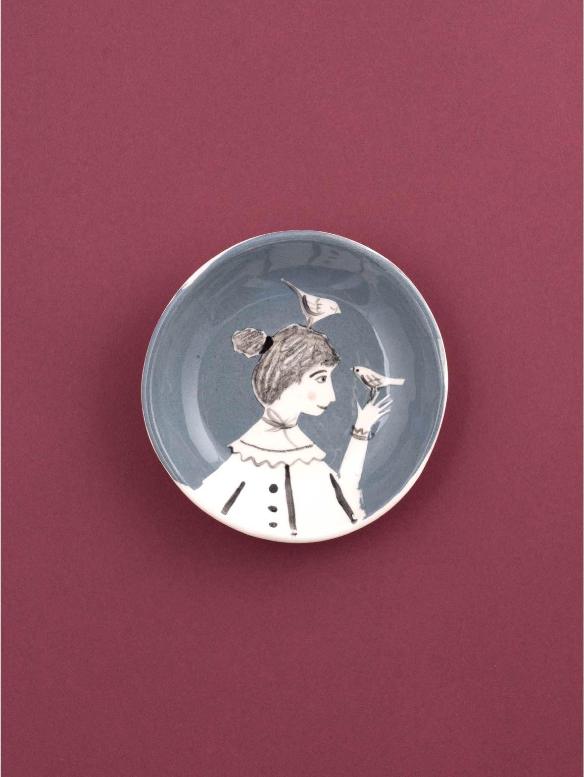 Bird Tamer Dish Female