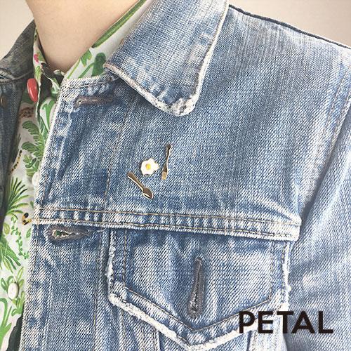 ピンブローチ・目玉焼き【PETAL MARKET】