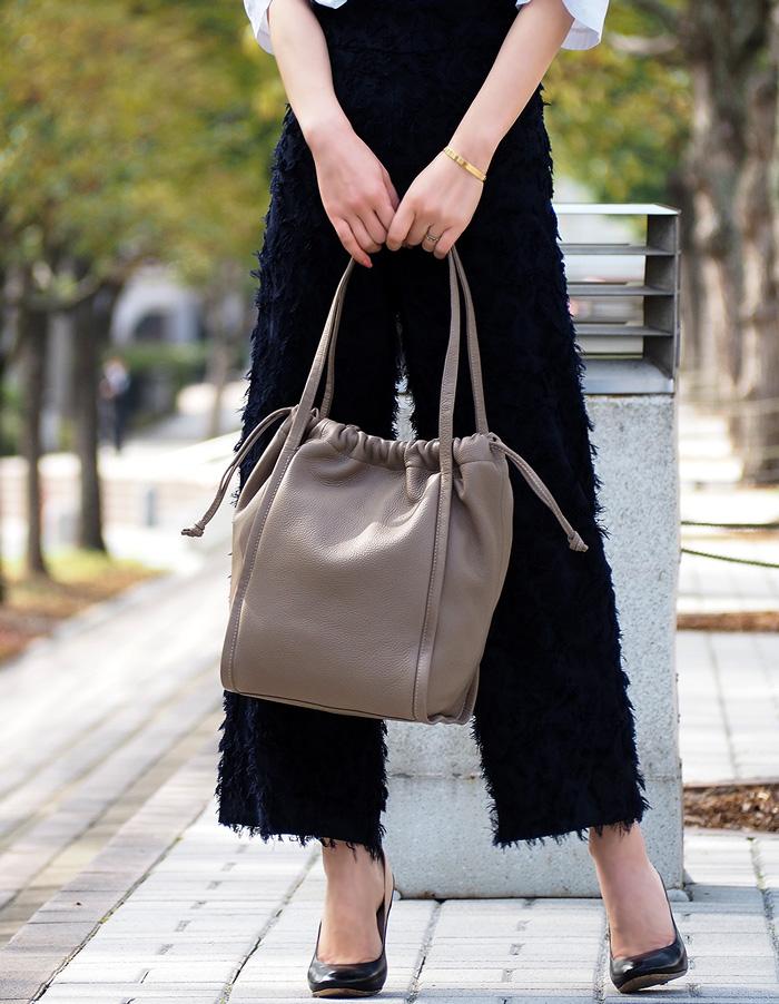 Poire ポワール Mサイズ Raffineシリーズ 本革巾着型ハンドバッグ