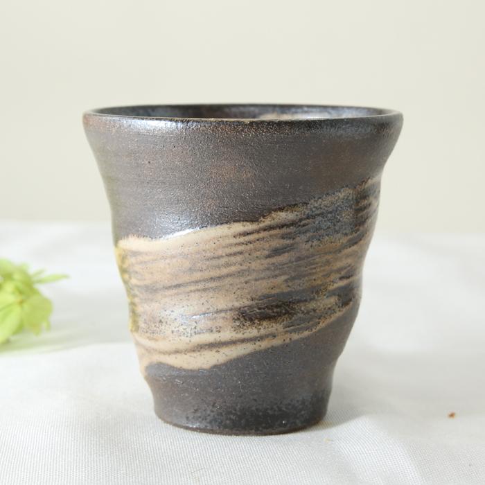 【益子焼】 小さめ タンブラー フリーカップ ビールカップ 渋い素朴さのある風合い 刷毛目 炭化焼シリーズ お手頃サイズ 単品1個