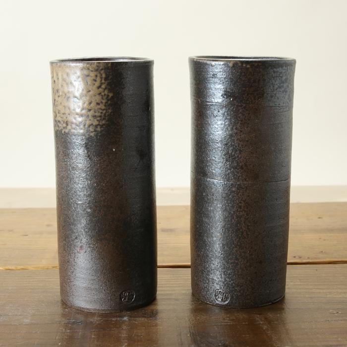 【益子焼 アウトレット】 仏壇 花瓶 対 花器 炭化焼無地 花入れ ストレート筒花瓶 一点物 高さ約17cm 小さめサイズ 一対2本セット 【訳あり・アウトレット品・返品不可】