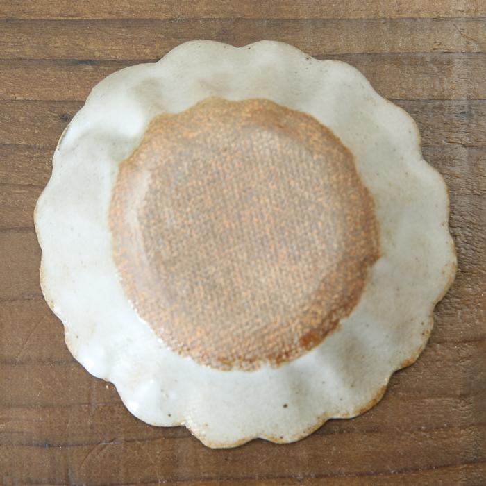 【益子焼】釉シリーズ 輪花皿 ディップ皿 豆皿 小皿(直径約8.5cm)【生地が見える白マット・単品1枚】