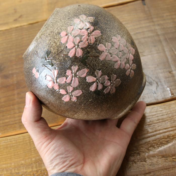 【益子焼】 花瓶 花器 フラワーベース 高さ13cm  丸く膨らませた壺 小さめ 一点物 【さくら桜模様 単品1個】