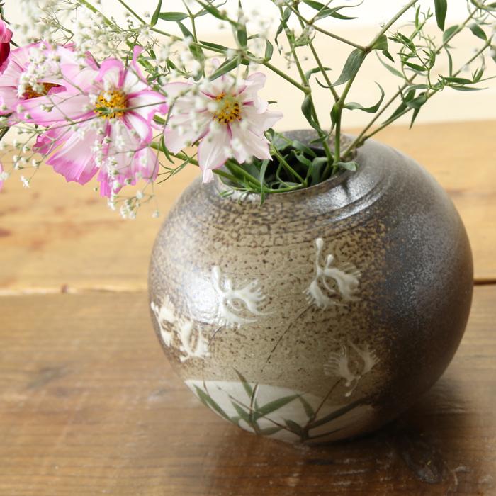 【益子焼】 花瓶 花器 フラワーベース 高さ12.5cm  丸く膨らませた壺 小さめ 一点物 【さぎ草 鷺草模様 単品1個】