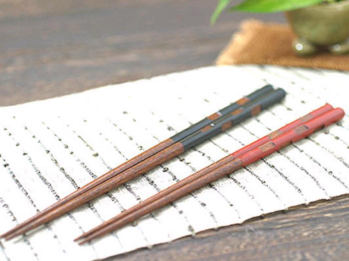 お洒落にカットしたデザイン『彫り市松お箸』