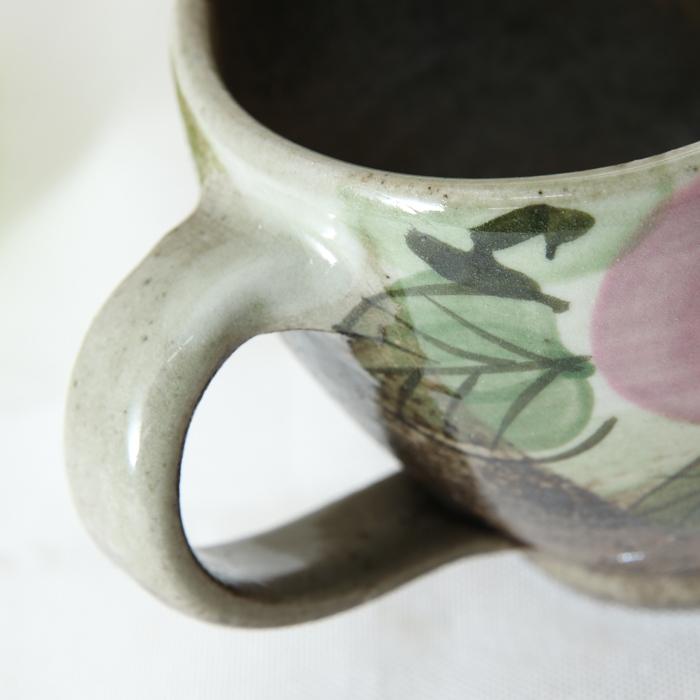 【益子焼】マグカップ 丸くふっくら 【優しい風合いのつばき模様・単品1個】