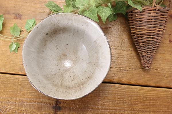 【益子焼】渋い茶白化粧の細削りご飯茶碗【サイズ大・単品1個】