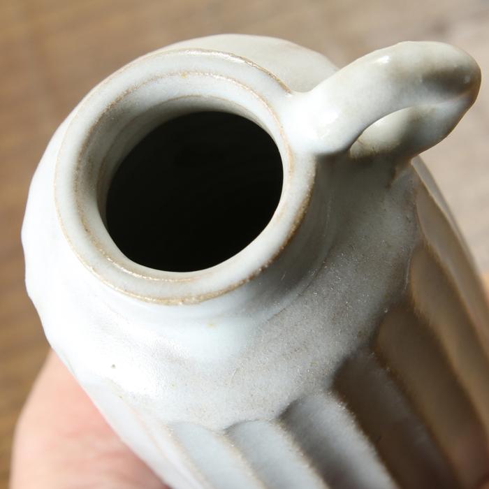 【益子焼】 釉薬シリーズのしのぎ一輪挿し【サイズ大】 花器 花瓶 花びん 花生け 花活け フラワーベース 輪っか付き  1点もの 生地が見えるホワイト 素朴な陶器の一輪挿し
