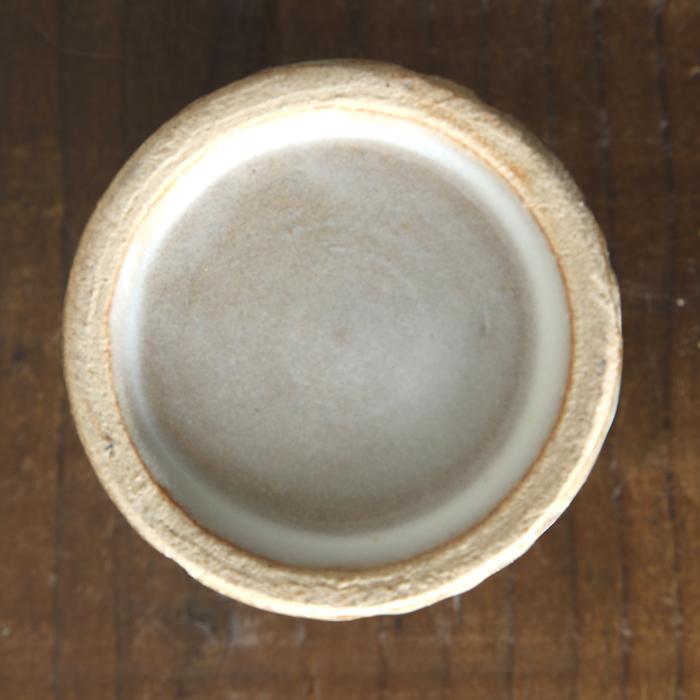 【益子焼】 釉薬シリーズのしのぎ一輪挿し【サイズ小】 花器 花瓶 花びん 花生け 花活け  1点もの 斜めしのぎ 生地が見えるホワイト 素朴な陶器の一輪挿し
