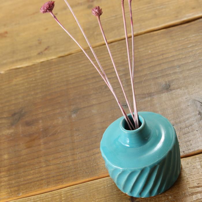 【益子焼】 釉薬シリーズのしのぎ一輪挿し【サイズ小】 花器 花瓶 花びん 花生け 花活け フラワーベース  1点もの 斜めしのぎ ターコイズブルー 素朴な陶器の一輪挿し