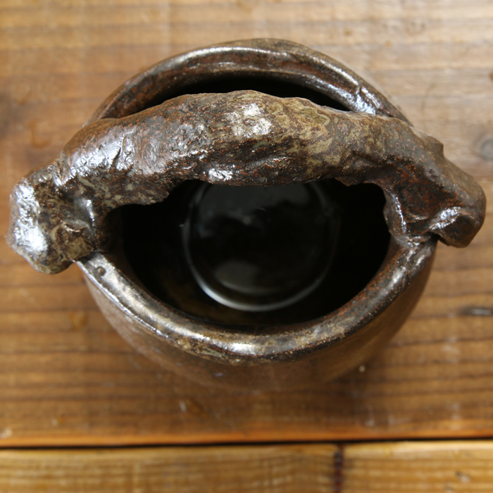 【益子焼】 花瓶 花器 フラワーベース 炭化焼無地 豪快な手付き花入れ コロンと丸い形の花生け 一点物 【単品1個】