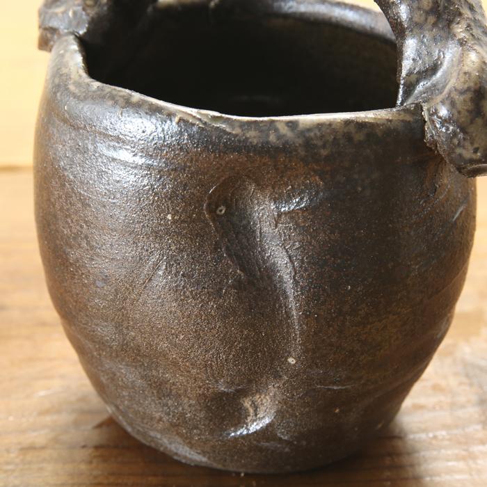 【益子焼】 花瓶 花器 フラワーベース 炭化焼無地 豪快な手付き花入れ コロンと丸い形の花生け サイズ小 一点物 【単品1個】