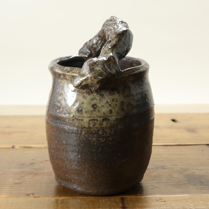 【益子焼】 花瓶 花器 フラワーベース 炭化焼無地 豪快な手付き花入れ コロンと丸い形の花生け サイズ大 一点物 【単品1個】
