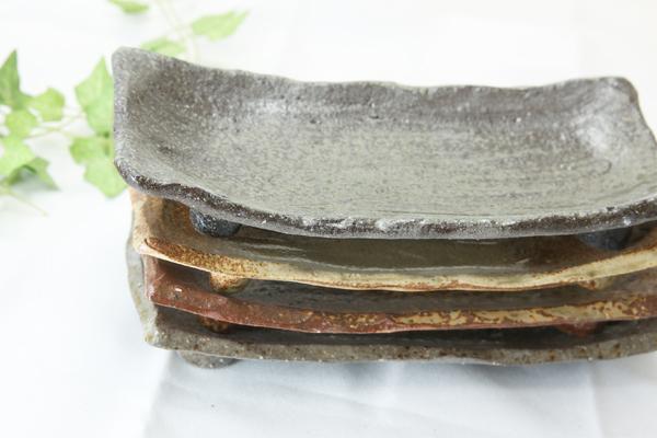 【益子焼】ゴツゴツした粘土の荒土シリーズ 足付き長方形の長皿【単品1枚】
