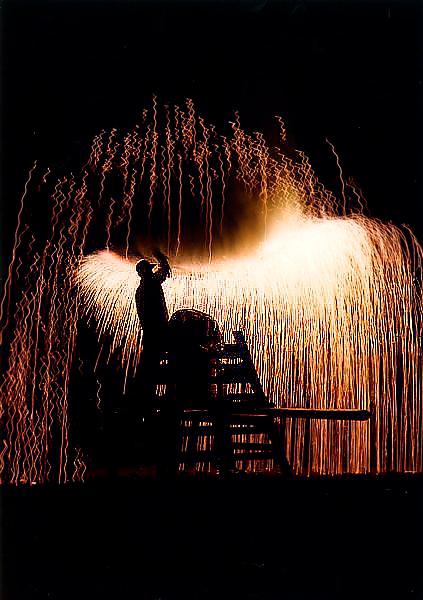 魔除け、厄除け、商売繁盛! 〜手筒花火を軒先に飾るのは〜【放揚済 手筒花火】