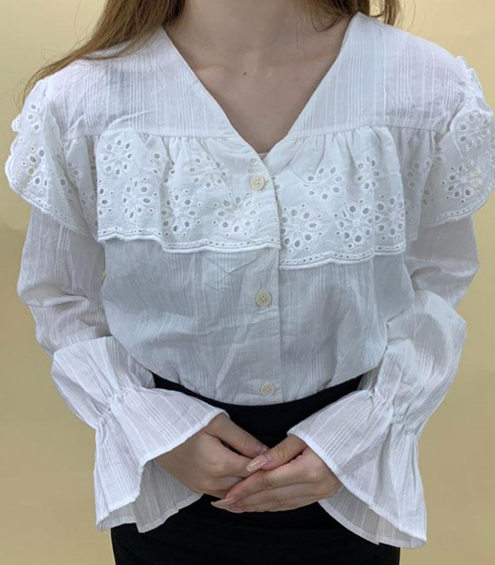 胸刺繍ブラウス