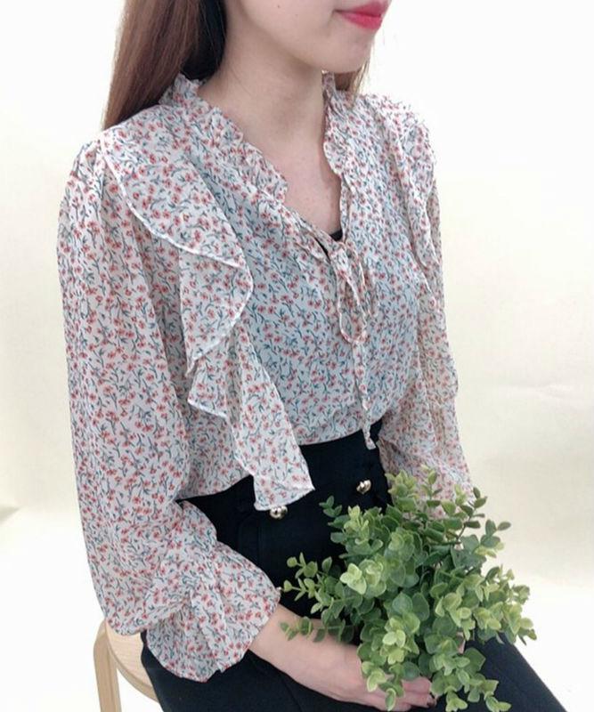 胸フリル小花柄ブラウス