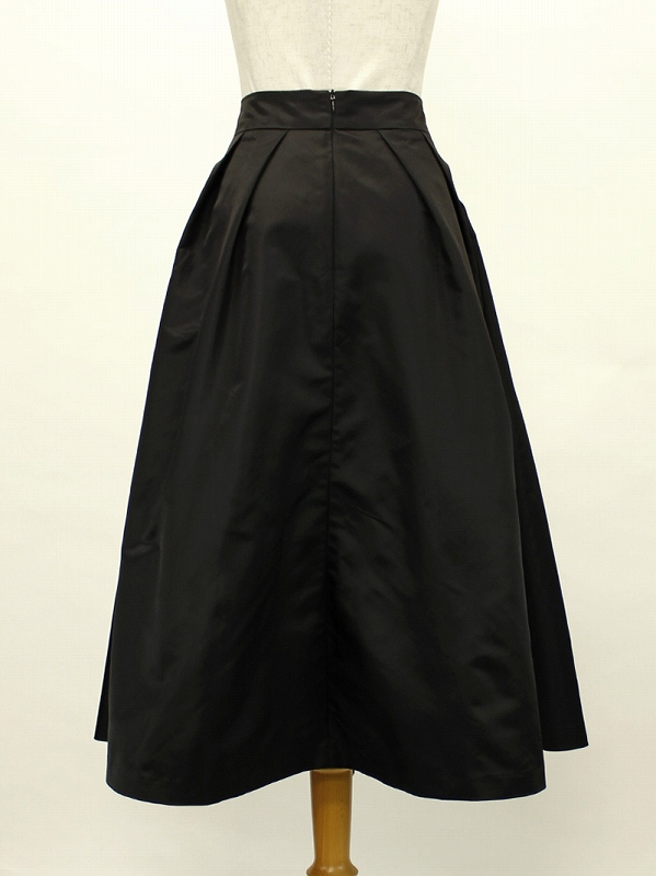 上品ハリ&ふんわりスカート