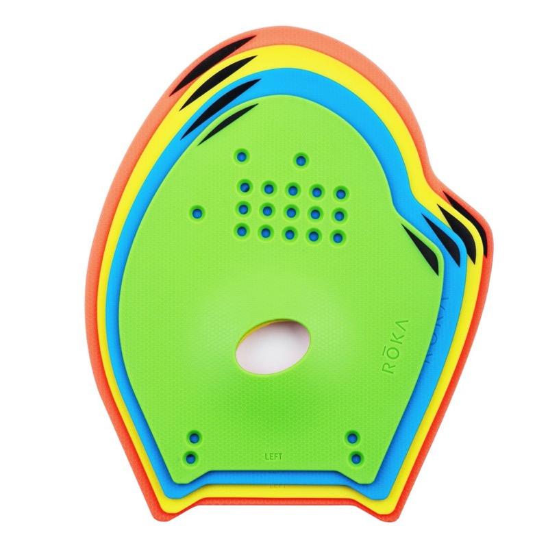 【ROKA Pro Swim Paddles】特許取得済のストラップシステムを採用。カスタムフィットを維持できるスイムトレーニング用パドル