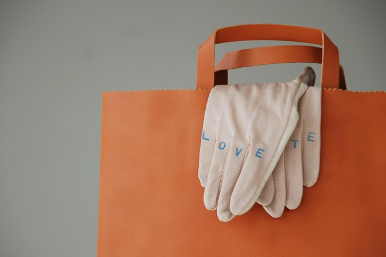 ラブ&ヘイト グローブ / デザイン・アゲインスト・トレンド