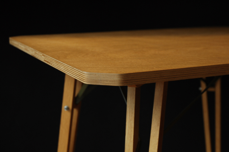 XL1-2 テーブル / マイケル・マリオット