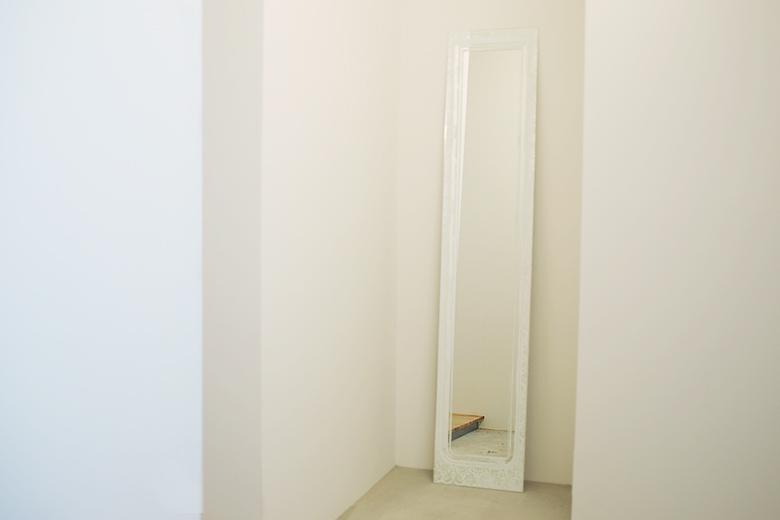 【取り扱い終了】鏡の中の壁の上の鏡 ホワイト / エアコンディションド