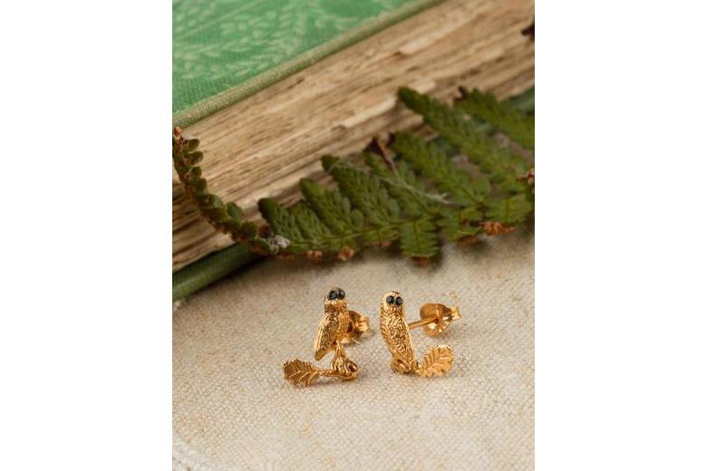 ナラの葉の上のフクロウのピアス(ゴールド&グリーントルマリン) / アマンダ・コールマン