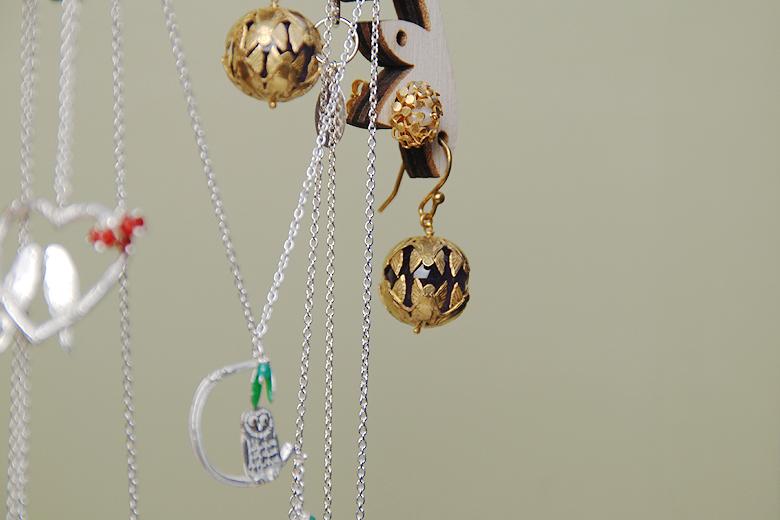 【生産終了品・販売不可】草原に立つ木のジュエリースタンド(M) / アマンダ・コールマン