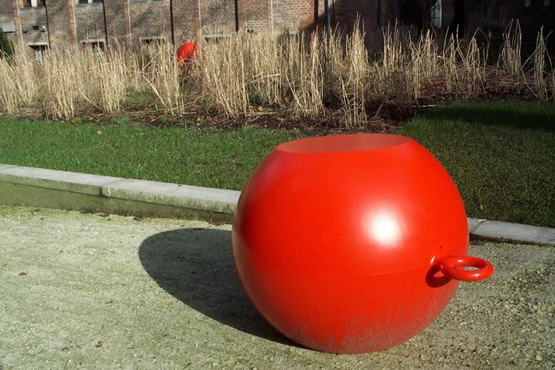 シットオブジェクト (赤くて丸い大きなオブジェ) / リチャード・ハッテン