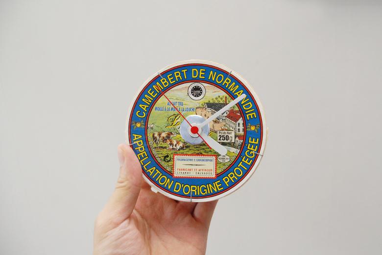 チーズケースの時計 / クニオ・コット