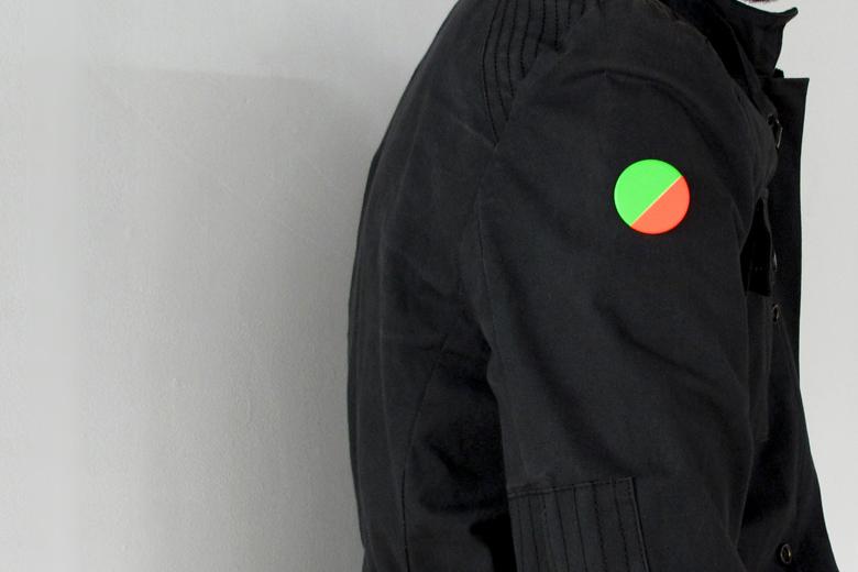 蛍光テープのブローチ グリーン×オレンジ (ネオン・テープ) / レババ