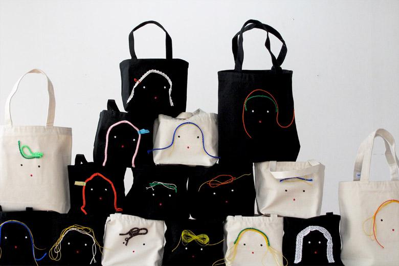 顔のトートバッグ ブラック / デザイン・アゲインスト・トレンド