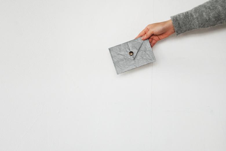 タイベックスの書類ケース グレー / ラウムゲシュタルト