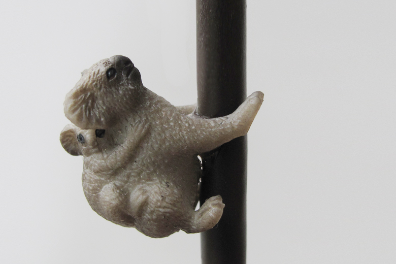 上へ上へ(コードを登る動物の照明)  コアラ / チャンバー・オーケストラ