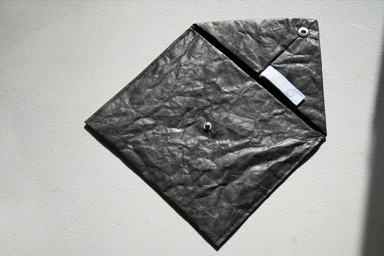 タイベックスの書類ケース ブラック / ラウムゲシュタルト